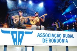 Cesar Menotti e Fabiano cantam seus sucessos na 30° Expojipa